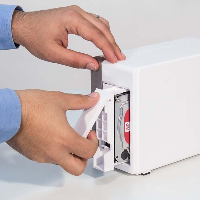 Instalación de discos duros en servidor NAS
